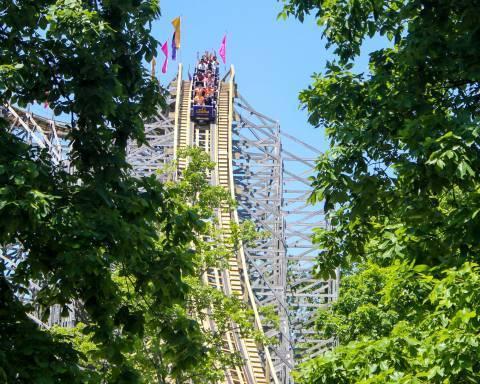 The Legend Wooden Roller Coaster | Holiday World & Splashin' Safari