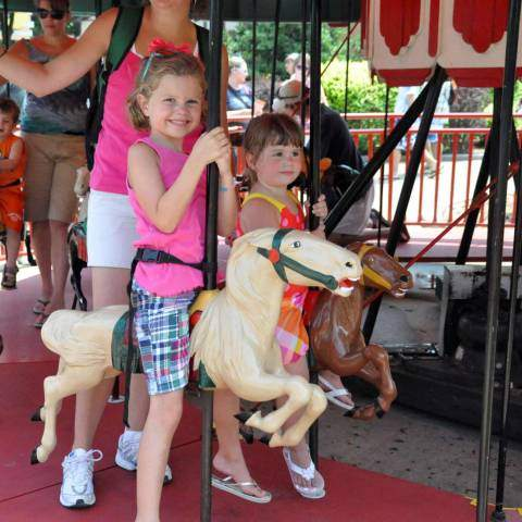 Prancer's Merry-Go-Round | Holiday World & Splashin' Safari