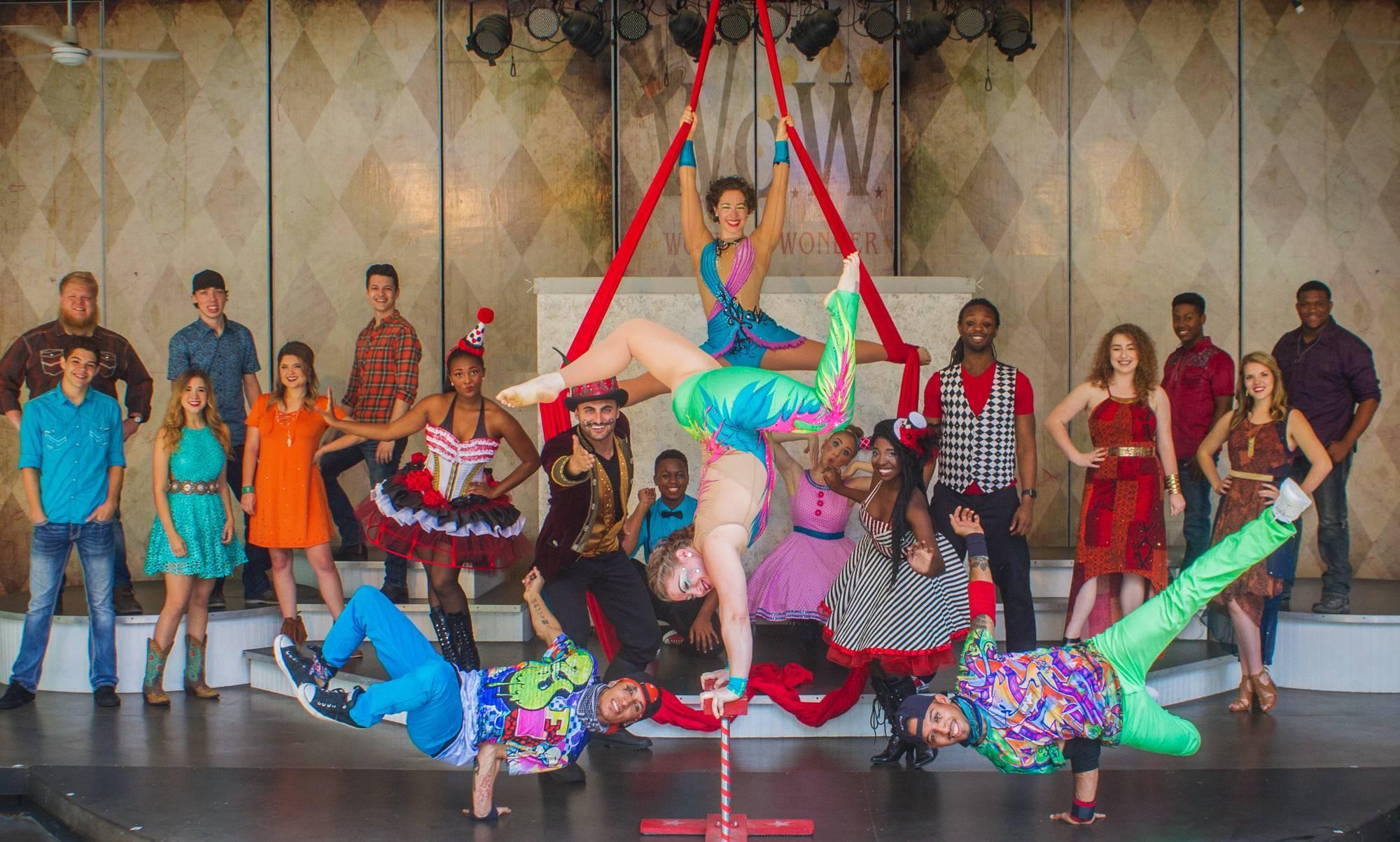 2017 Stage Shows | Holiday Wolrd & Splashin' Safari