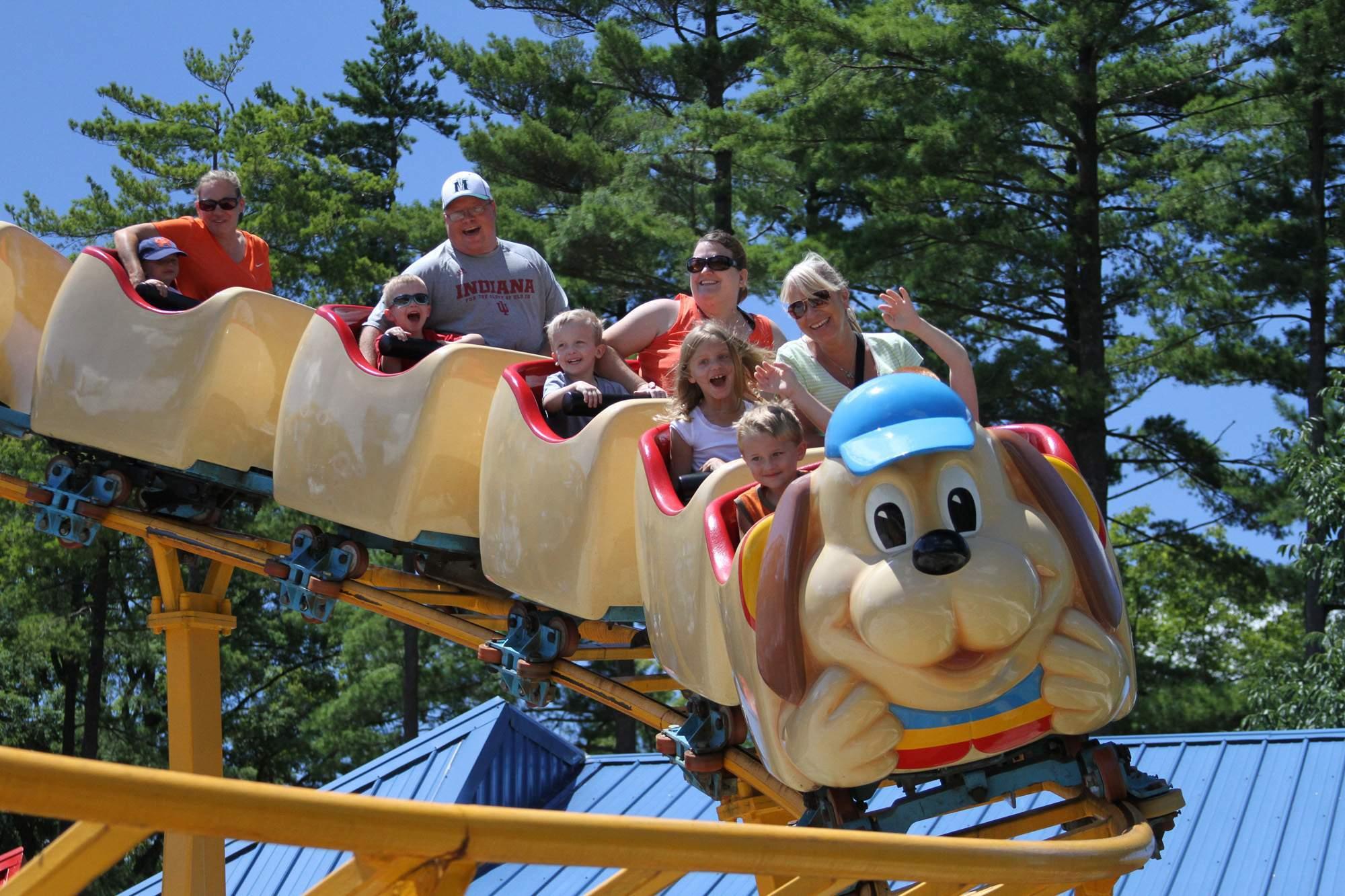 The Howler Family Roller Coaster | Holiday World & Splashin' Safari