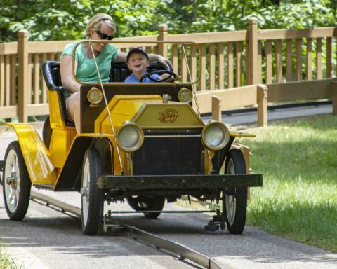 Lewis & Clark Trail | Holiday World & Splashin' Safari