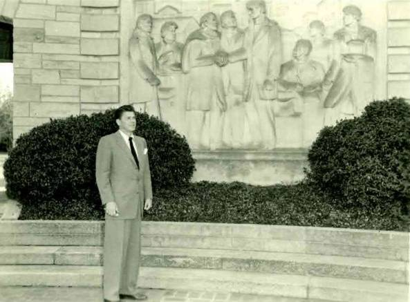 Ronald Reagan outside Lincoln Boyhood National Memorial