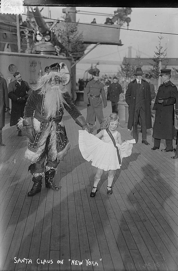 USS New York on Christmas 1916 - Santa with Girl